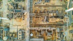 Refinería de petróleo de la visión aérea Fotos de archivo libres de regalías
