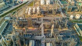 Refinería de petróleo de la visión aérea Imagenes de archivo