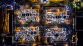 Refinería de petróleo de la visión aérea Imagen de archivo libre de regalías