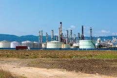 Refinería de petróleo y los tanques de almacenamiento en Israel imagenes de archivo