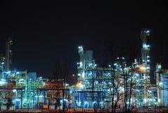 Refinería en la noche Fotos de archivo