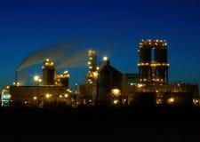 Refinería en la noche en Montreal A2 Foto de archivo libre de regalías