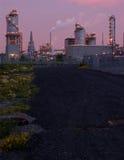 Refinería en la noche en Montreal (versión rosada 2) foto de archivo libre de regalías