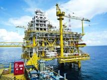 Refinería de petróleo costa afuera de los aparejos Imagen de archivo libre de regalías