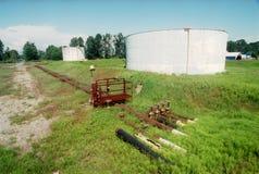 Refinería de petróleo vieja Foto de archivo libre de regalías