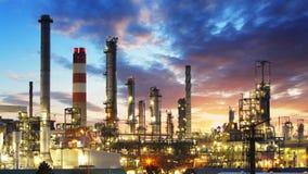 Refinería del petróleo y gas, industria de poder Fotos de archivo libres de regalías