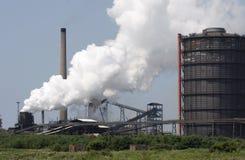 The Refinery. Oli Refinery emitting steam plume Royalty Free Stock Photos