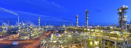 Free Refinery - Chemical Factory At Night With Buildings, Pipelines And Lighting - Industrial Plant Royalty Free Stock Photography - 158763297
