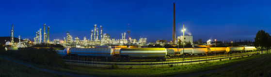 Refinery Panorama At Night Royalty Free Stock Photography
