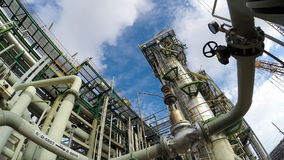 Refining plant with sky