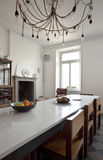 refitted славное кухни квартиры стоковая фотография