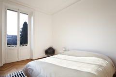 refitted славное спальни квартиры Стоковое Изображение