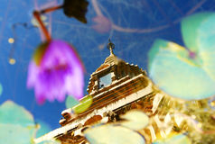 Reflétez la photo du chaingria d'or de pagpda Image libre de droits