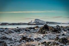 Refl för solljus för berg för Island jullandskap fryst vatten Royaltyfria Bilder