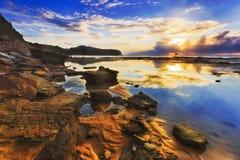 Refl Meer-Narrab Cliff Puddle Sky lizenzfreie stockfotos