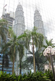 Reflaction των πύργων Petronas, Κουάλα Λουμπούρ Στοκ Εικόνες