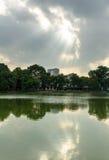ReflecHoan Kiem See und warmlight Stockbild