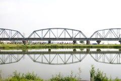 Reflectiion histórico da ponte do ferro Imagem de Stock Royalty Free