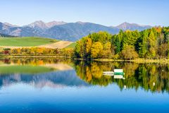 Reflection of autumn trees on lake Royalty Free Stock Images