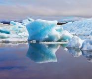 Reflection in Gulf Jökulsárlón in Iceland Royalty Free Stock Photos