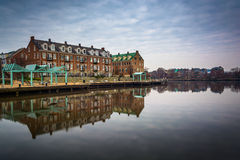 Reflection of waterfront apartments in the Potomac River, in Ale Royalty Free Stock Photos