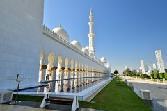 Free Reflections In The Water At Sheikh Zayed Grand Mosque Royalty Free Stock Photography - 113000147