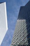 Reflectons e cielo delle costruzioni Fotografia Stock
