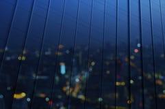 Refleje de la opinión aérea de la falta de definición del paisaje urbano en la pared de plata fotografía de archivo libre de regalías