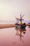 Refleje el barco de pesca Foto de archivo libre de regalías