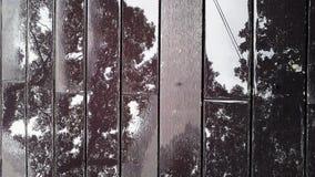 Refleje en piso de madera con agua fotografía de archivo