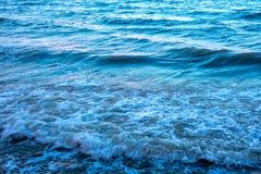 Reflejo de luz en la superficie del mar del movimiento Fotografía de archivo