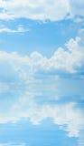 refleksje nieba wody Zdjęcie Royalty Free