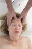 Refleksologii kobieta zdjęcia stock
