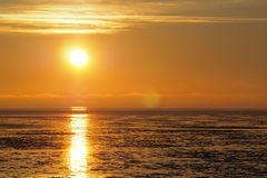 Reflektera för solnedgång av vatten Fotografering för Bildbyråer