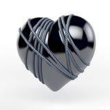 Reflektera svart latex, emalj, färghjärta som binds av metallrepet Arkivbilder