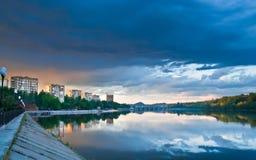 reflekterad flod arkivfoto
