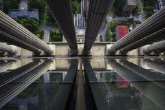 reflekterad flod för stadskremlin liggande natt arkivbilder