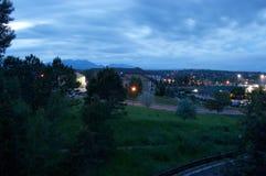 reflekterad flod för stadskremlin liggande natt Arkivfoto