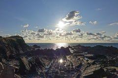 Reflekterad solHartland-kaj Devon England UK Royaltyfria Foton