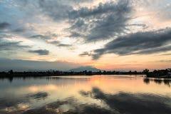 reflekterad solnedgång Fotografering för Bildbyråer