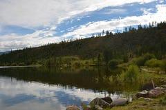 Reflekterande berg sjö Royaltyfria Foton