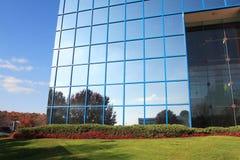 reflekterande byggande Royaltyfri Fotografi