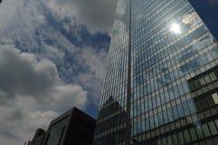 reflekterande byggnader Arkivbild