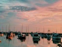 Reflekterande drömlika himlar fotografering för bildbyråer
