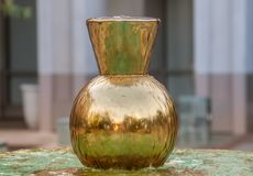 Reflekterande guld- skyttel för geometrisk form Royaltyfri Bild