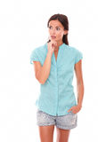 Reflekterande kvinna i kortslutningar som ser till hennes rätt Arkivfoton