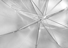 Reflekterande metalliskt paraply för fotografilokal Royaltyfria Bilder