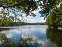 Reflekterande oklarheter för Lake Arkivbilder