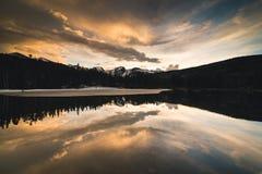 Reflekterande solnedgång Arkivfoton
