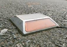 Reflekterande vägmarkörer för huvudväg Royaltyfri Foto